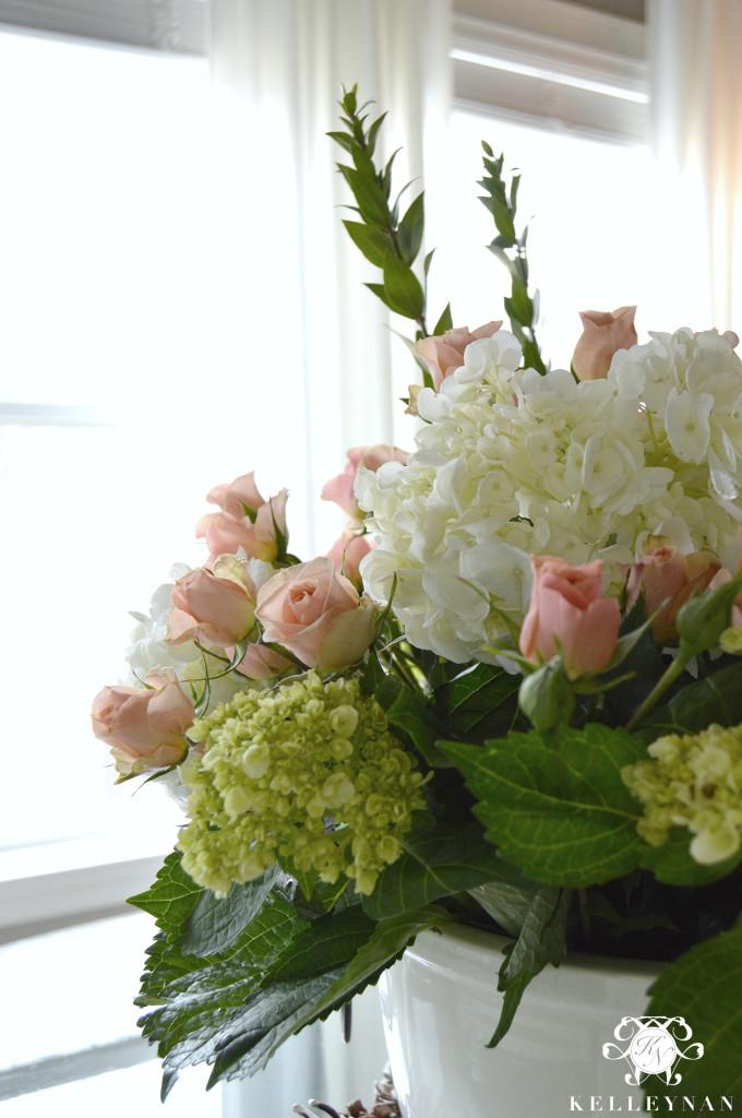 Simple steps to create a grand flower arrangement kelley nan for Arrangement floral artificiel