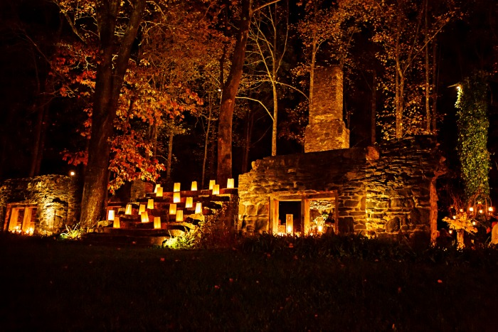 outdoor-candle-lit-reception-for-wedding