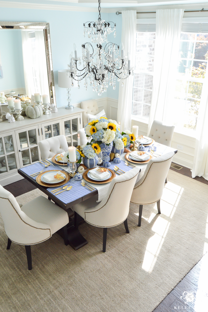 Phenomenal A Classic Blue And White Table For A Traditional Download Free Architecture Designs Sospemadebymaigaardcom