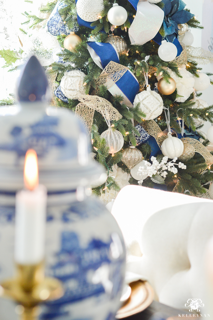 blue-and-white-christmas-tree-with-chinoisserie-ginger-jar