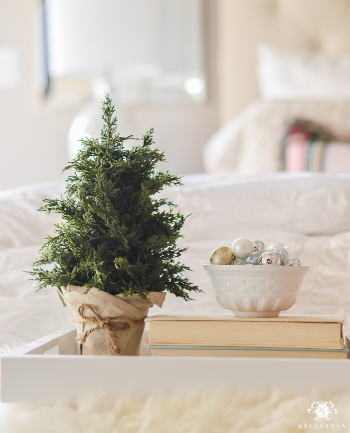 christmas-bedroom-tray-for-bed