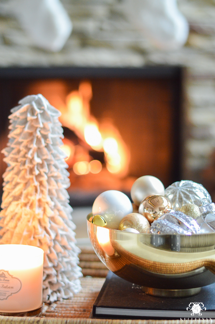 christmas-coffee-table-decorating-ideas