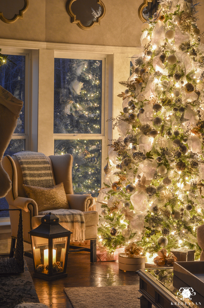 christmas-home-at-night-with-twinkling-lights-16-of-6