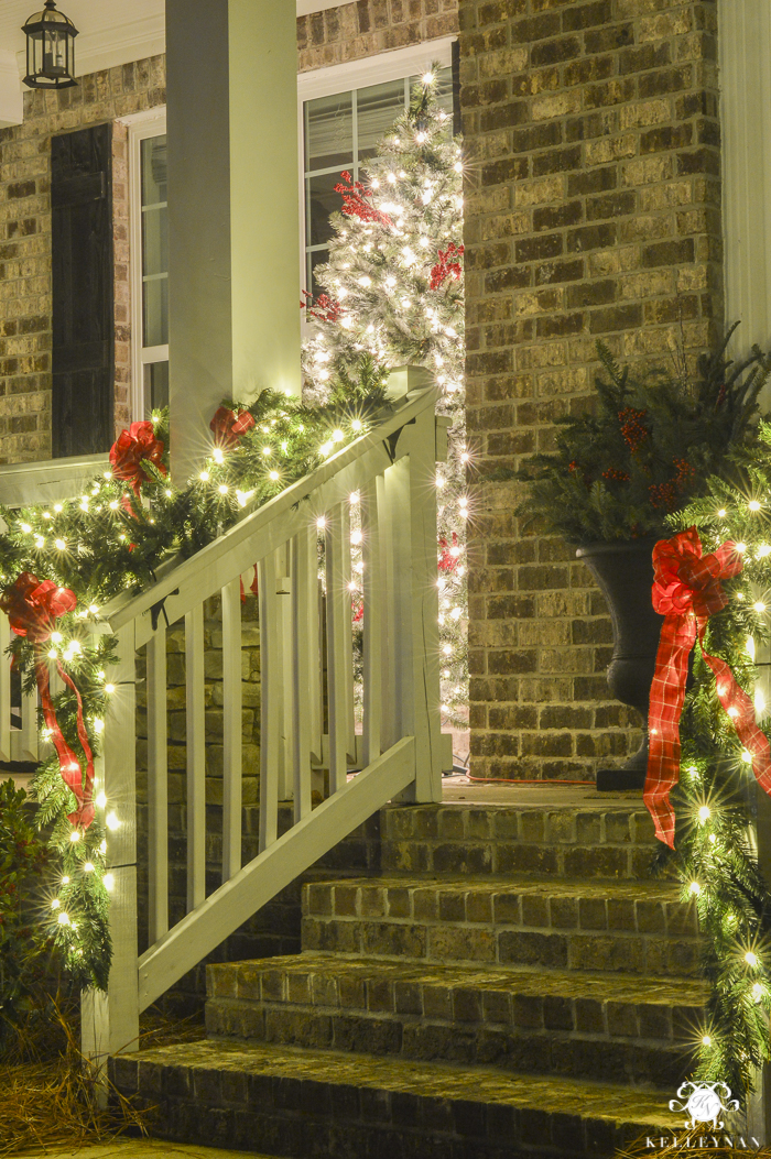 christmas-home-at-night-with-twinkling-lights-20-of-6