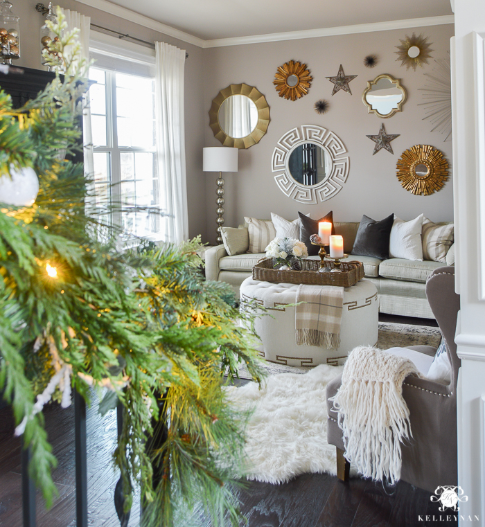 christmas-living-room-with-sunburst-mirror-gallery-wall