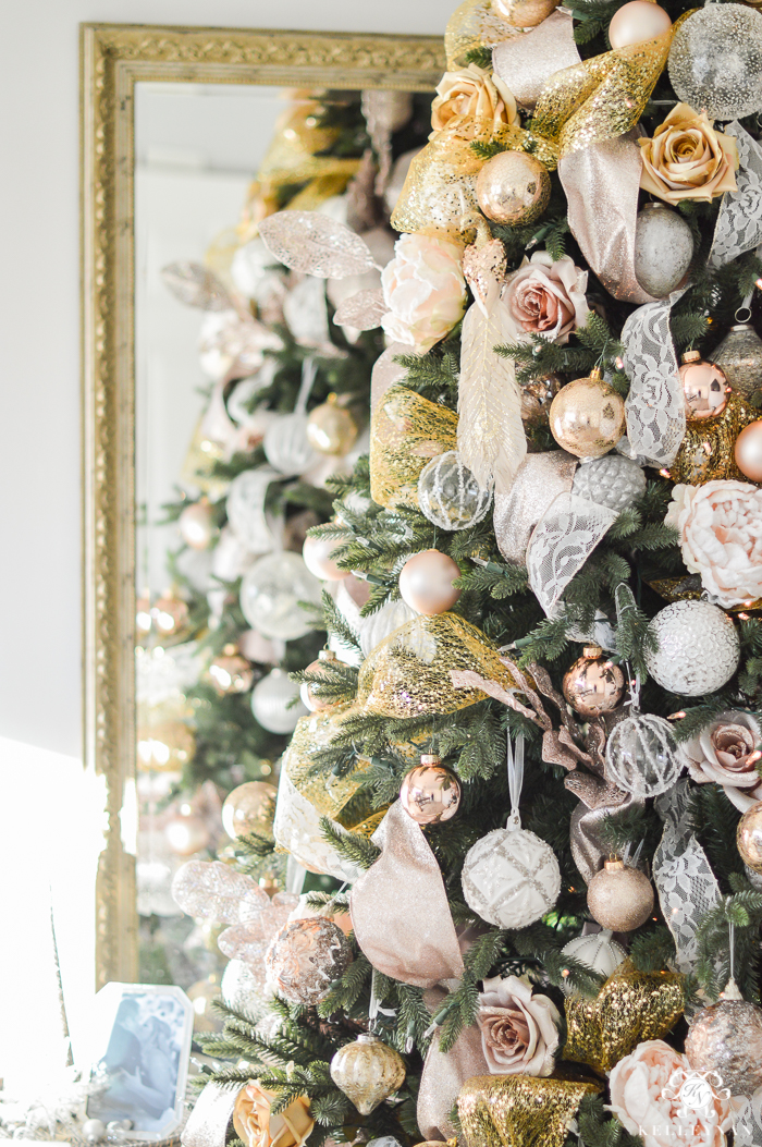 christmas-tree-in-front-of-mirror
