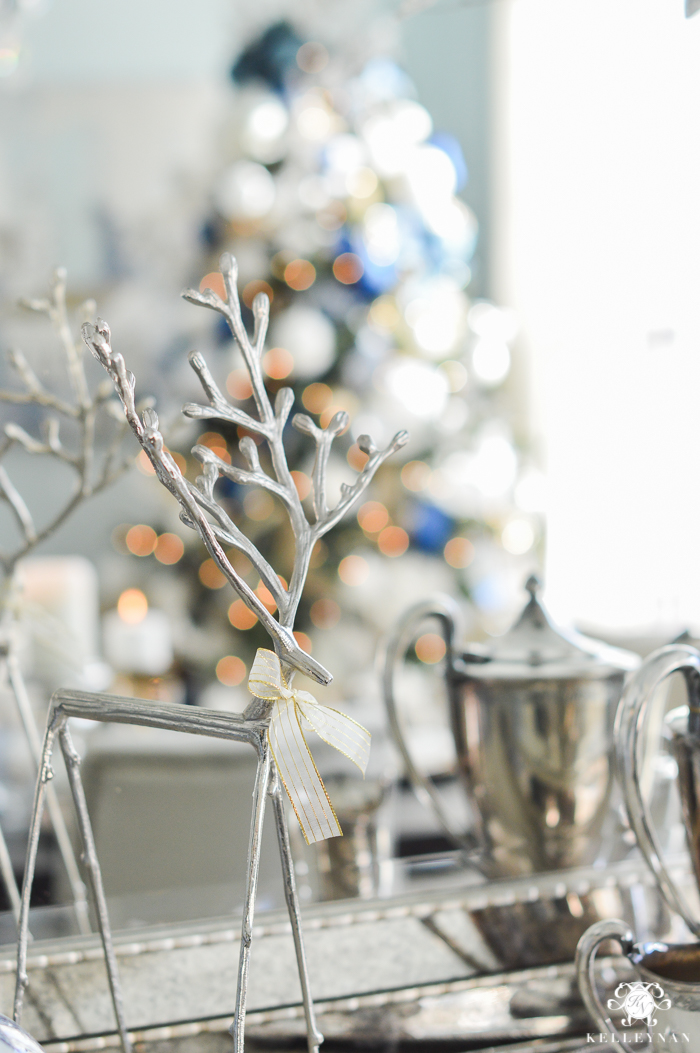 silver-and-blue-christmas-dining-room-decor