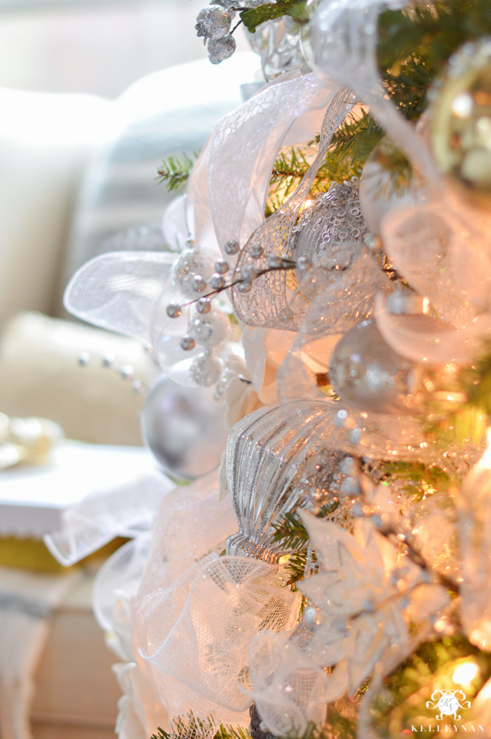 white-and-gold-and-silver-elegant-christmas-tree-decorating-ideas