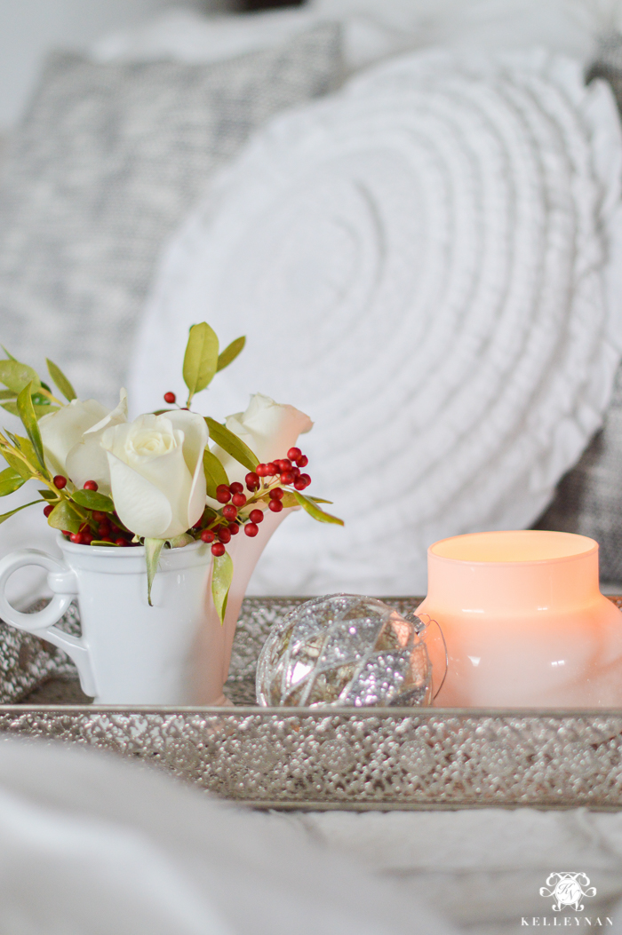 white-and-holly-berry-decor-in-christmas-bedroom