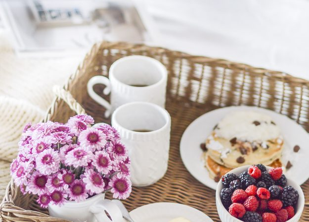 Five Ways to Wine and Dine Your Valentine: Breakfast in Bed