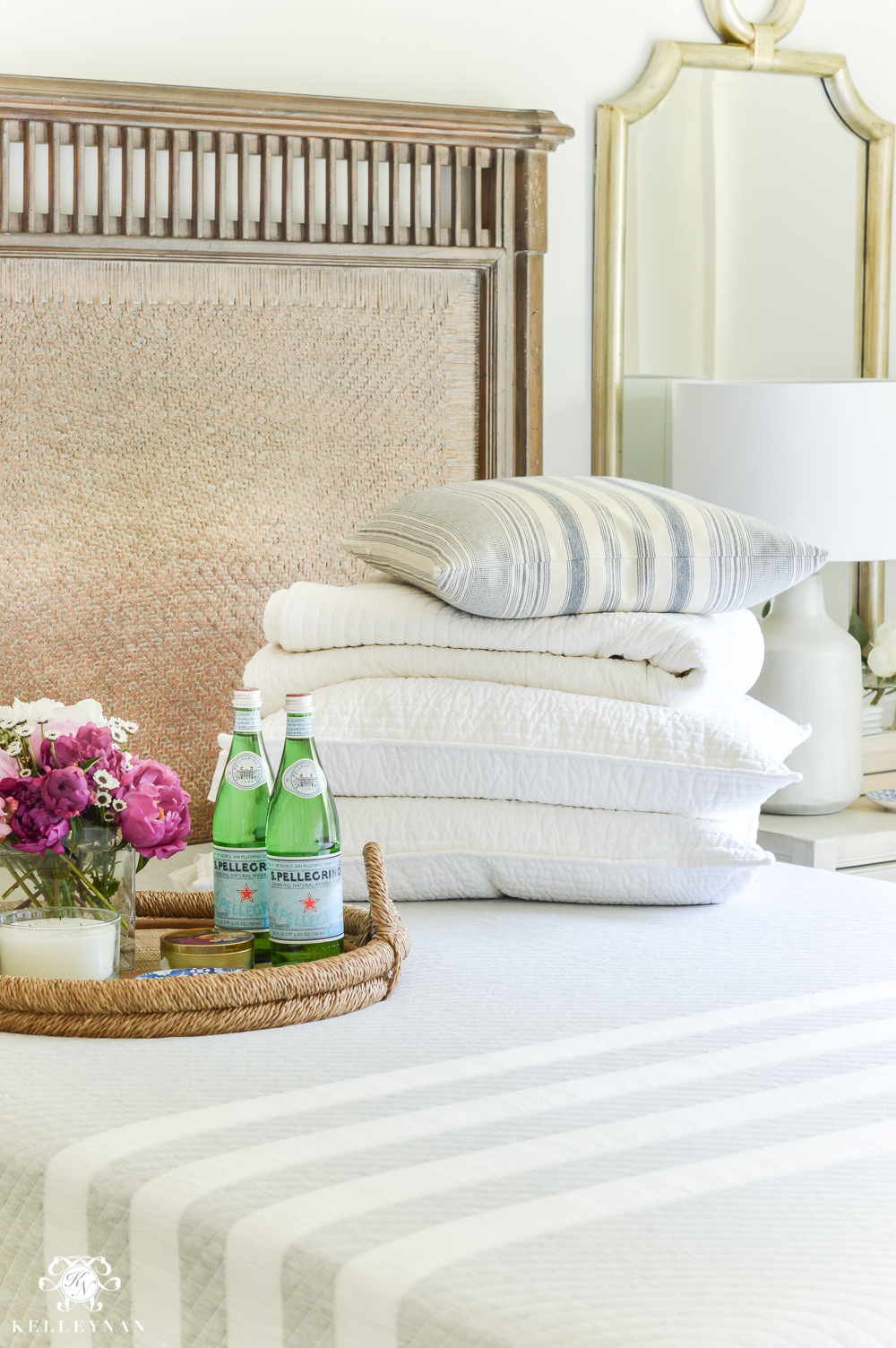 8 Guest Bedroom Essentials and Luxuries Your Company Will Thank ...