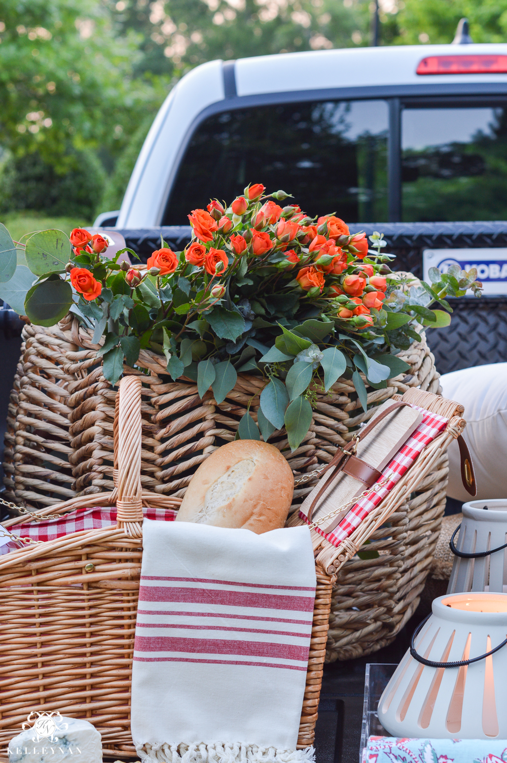 Picnic and Tailgate Ideas and Setup-picnic basket with flowers for fancy tailgate