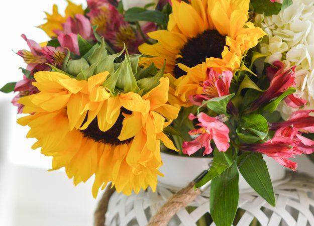Floral Arrangement Ideas Using Lanterns