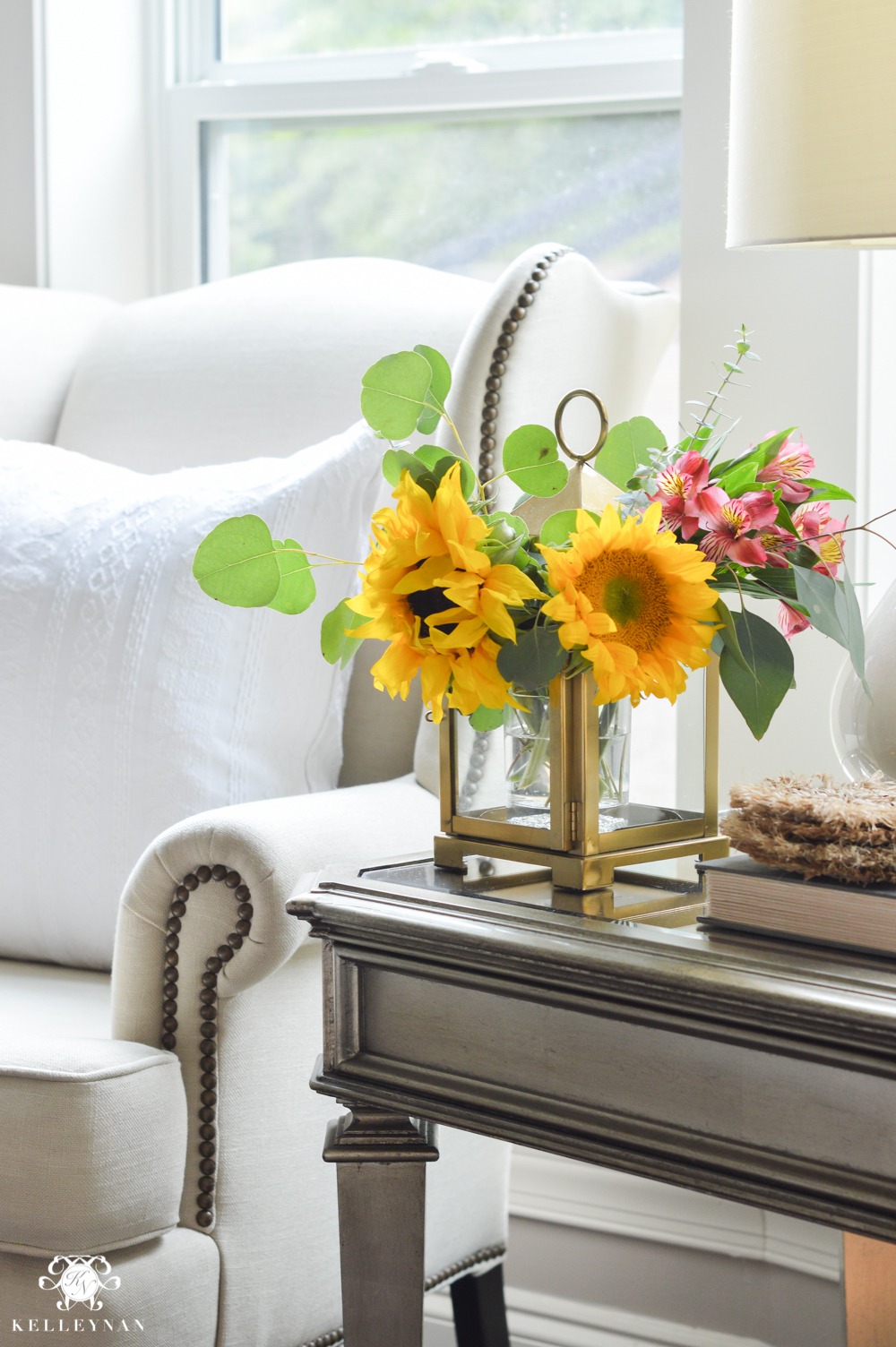 Floral Arrangement Ideas Using Lanterns Living Room