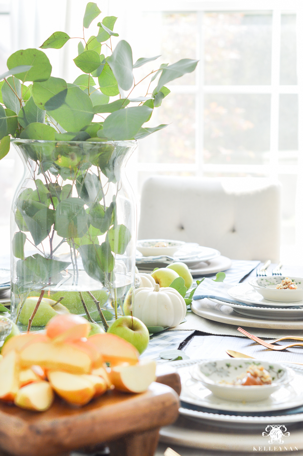 2017 Fall Home Tour with Yellow and Orange Leaves- caramel apple table