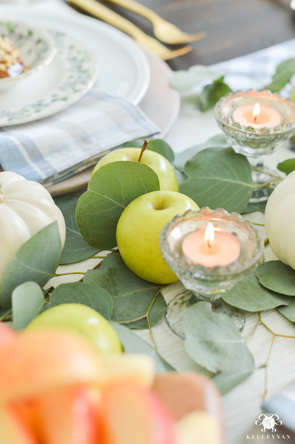 Fall Caramel Apple Table Place Setting Ideas- apple centerpiece