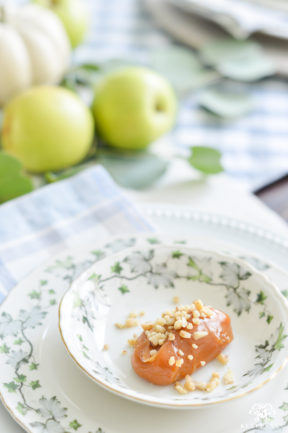 Fall Caramel Apple Table Place Setting Ideas- caramel at place setting