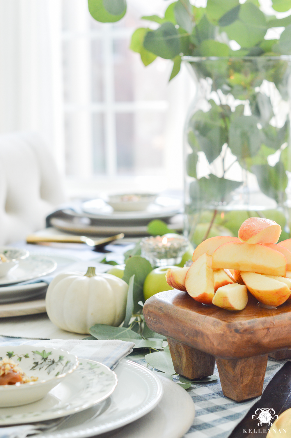 Fall Caramel Apple Table Place Setting Ideas- cheese board with apples