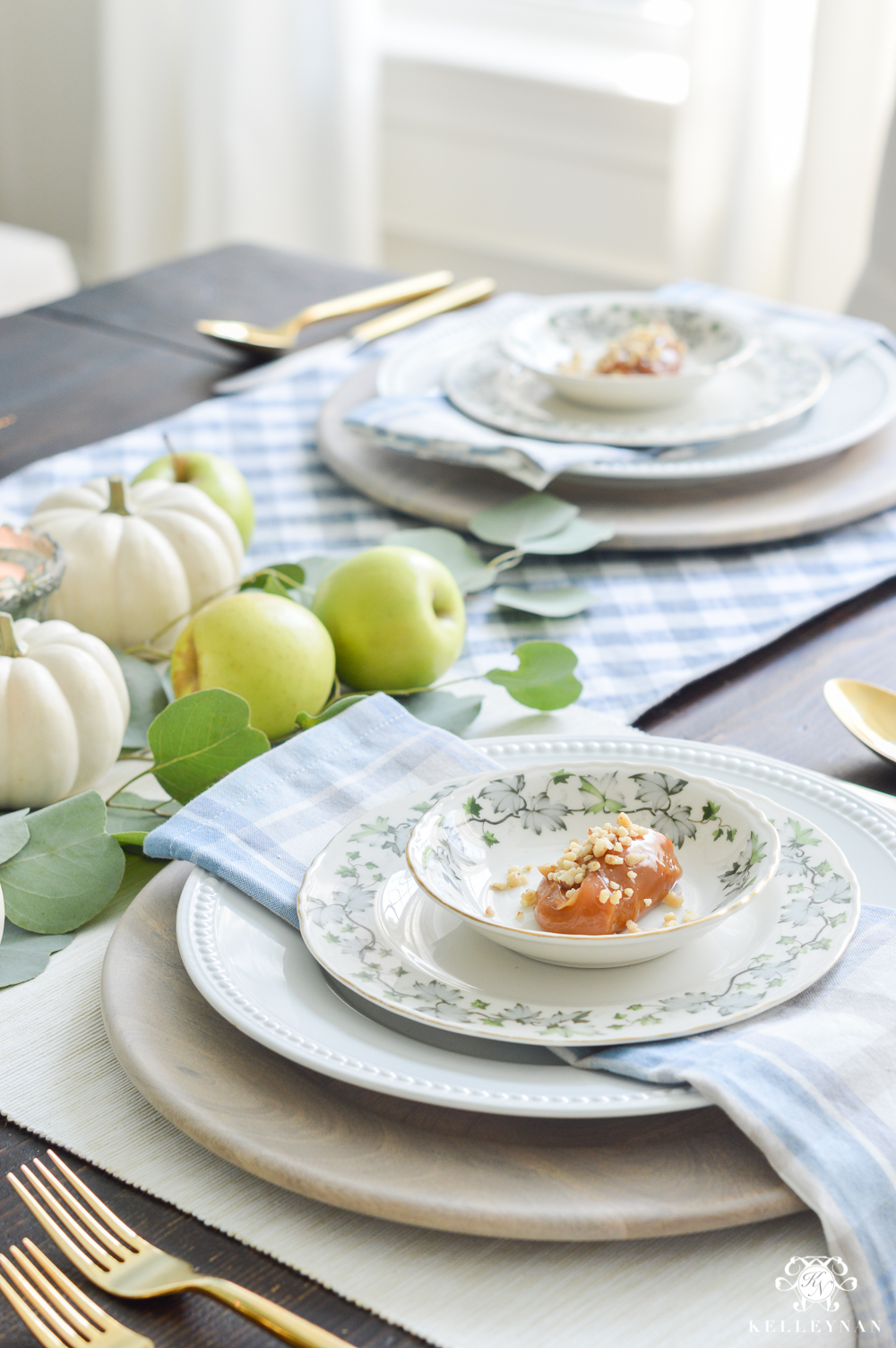Fall Caramel Apple Table Place Setting Ideas- what to put on plate