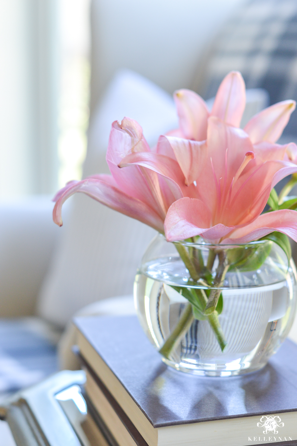Small flower arrangement with pink lilies