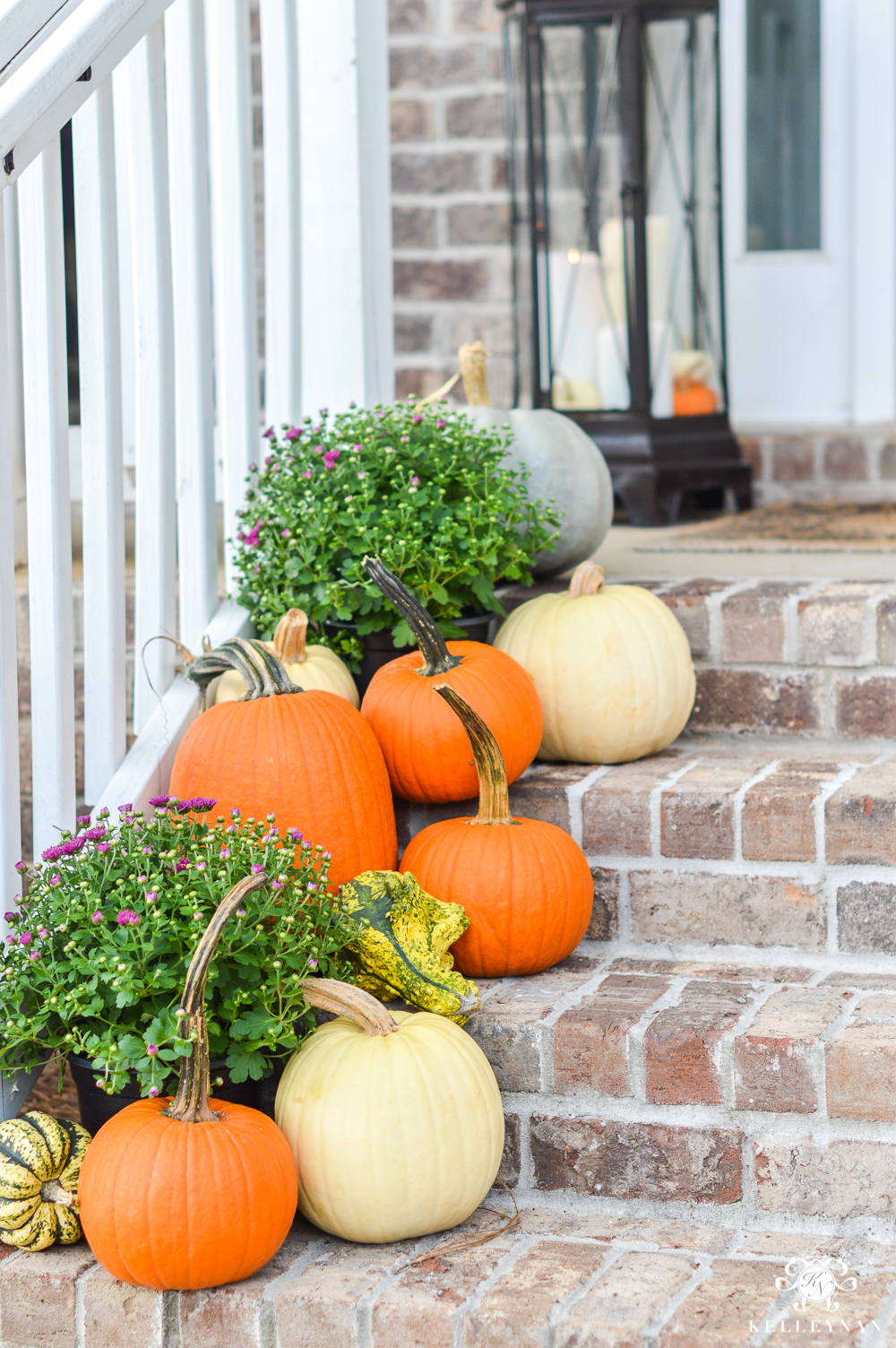How to decorate front steps for fall
