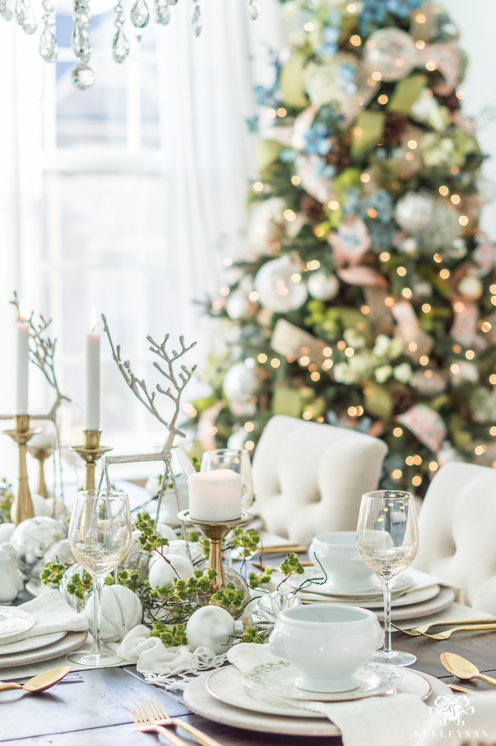 Elegant Christmas Dining Room with Meadow Theme