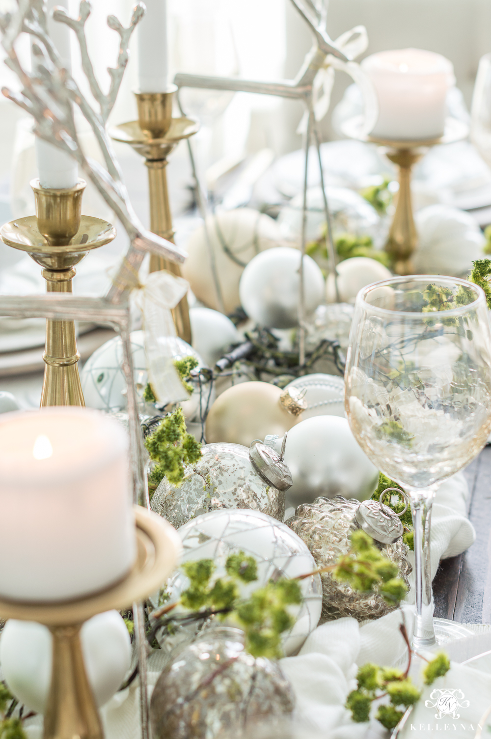 Elegant Christmas tablescape centerpiece ideas and inspiration
