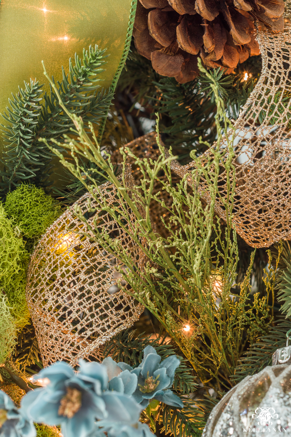 the prettiest way to add ribbon to a christmas tree