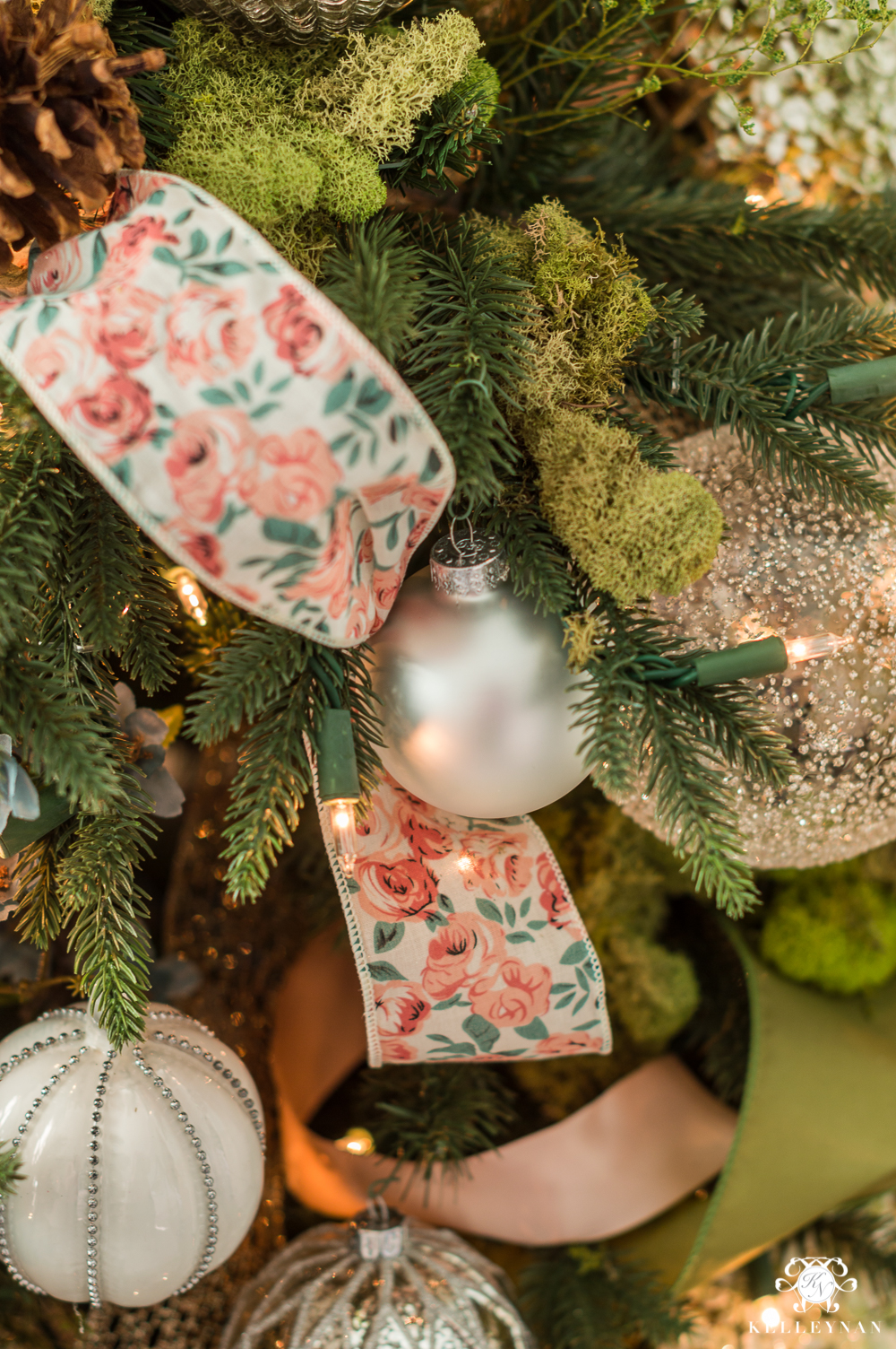 using floral ribbon in a Christmas tree