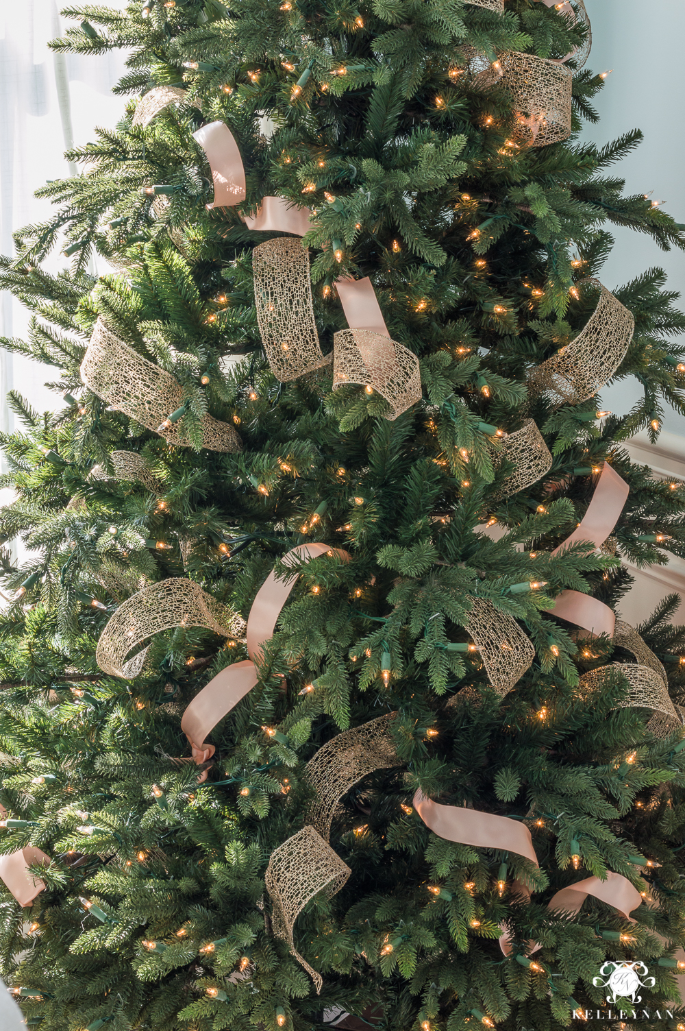 How to make ribbon look natural in a Christmas tree
