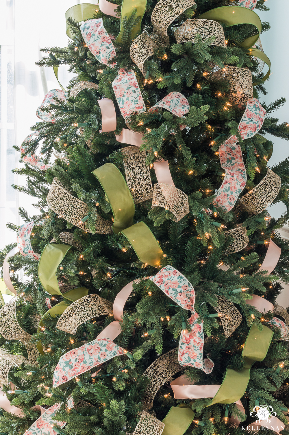 step by step instructions to decorate a christmas tree using ribbon
