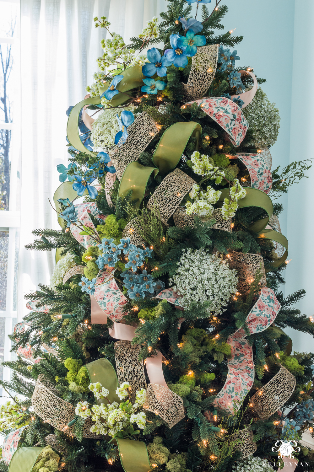 how to decorate a christmas tree with whimsical ribbon