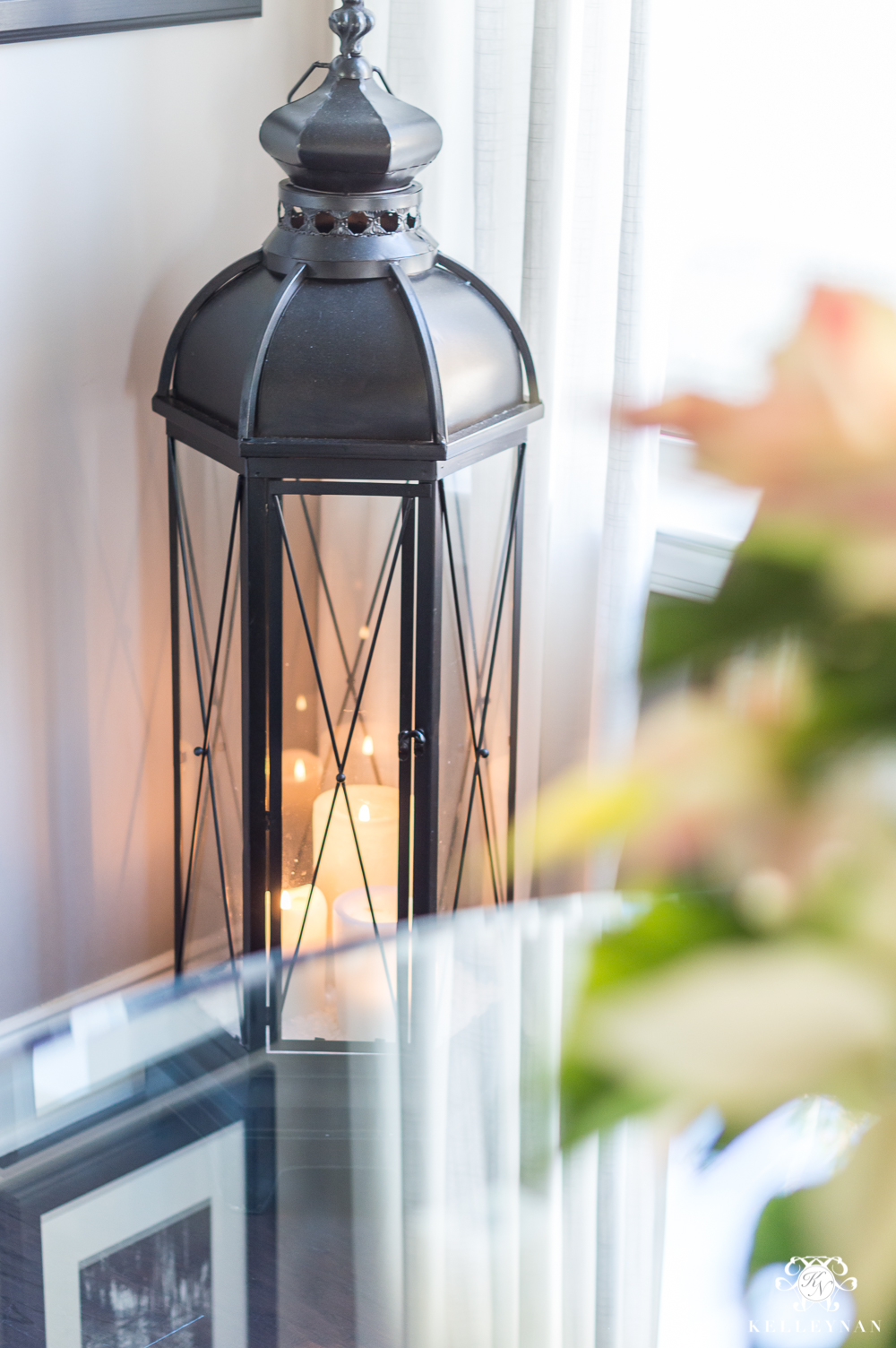 Oversized lanterns as corner decor