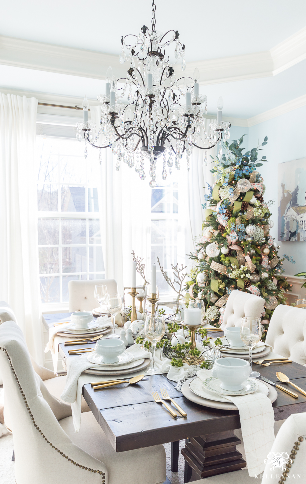 Dining room with Christmas tree in the corner