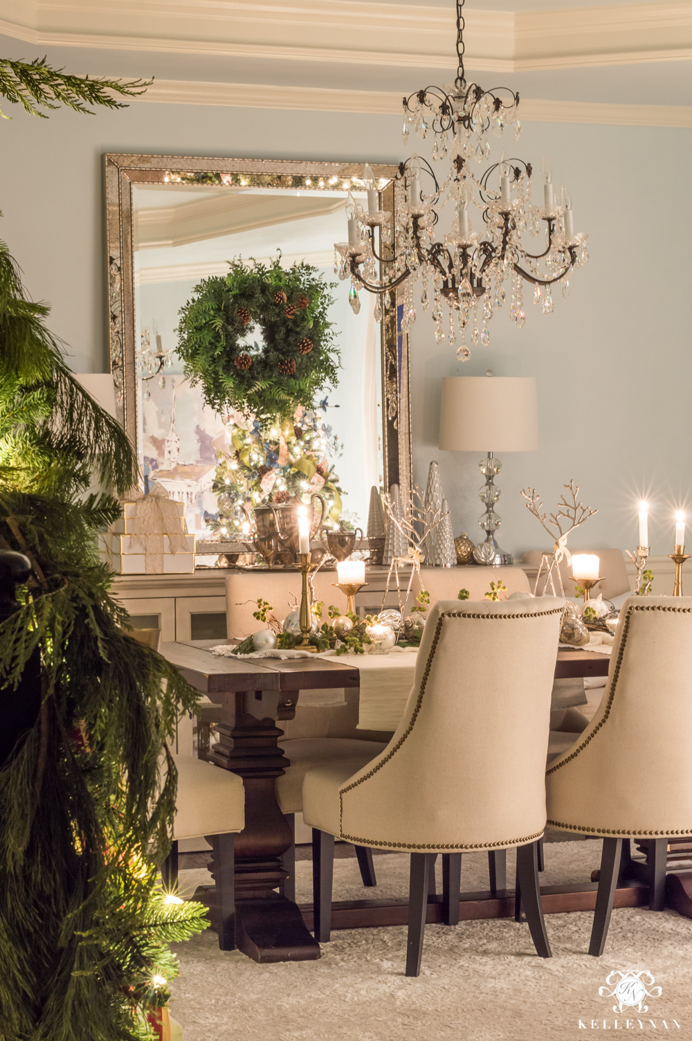 Christmas Dining room decor in romantic ambiance