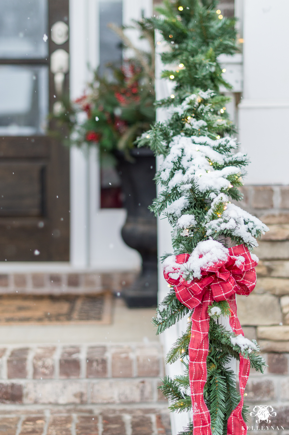 Simple, beautiful front porch christmas garland