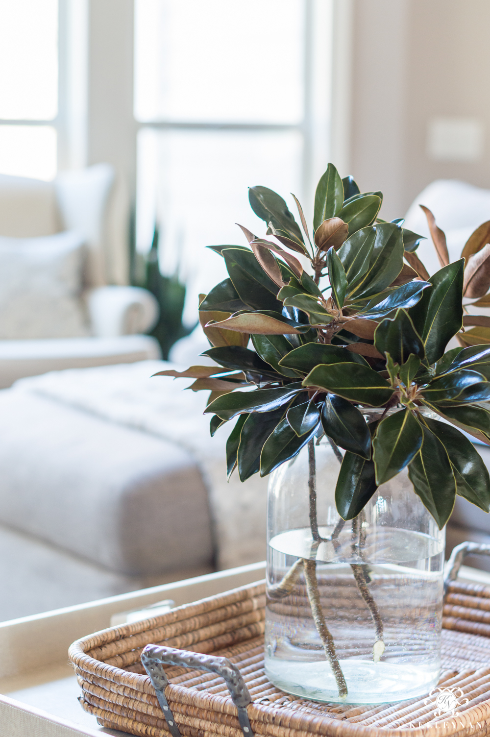 How to use magnolia leaves in a centerpiece in home decor