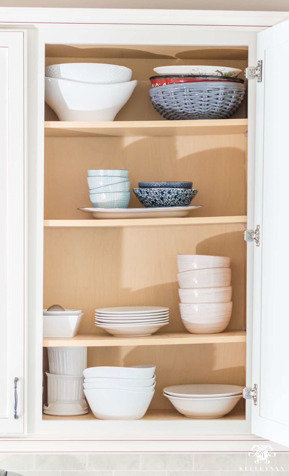 Organizing Bowls and Dishes in the cabinet
