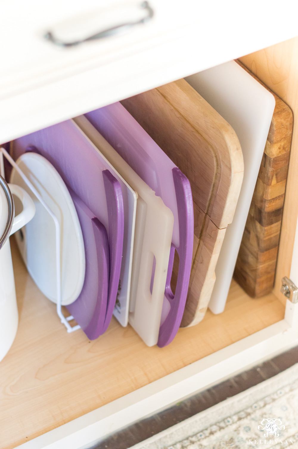 Cutting Board organization ideas in the kitchen cabinets