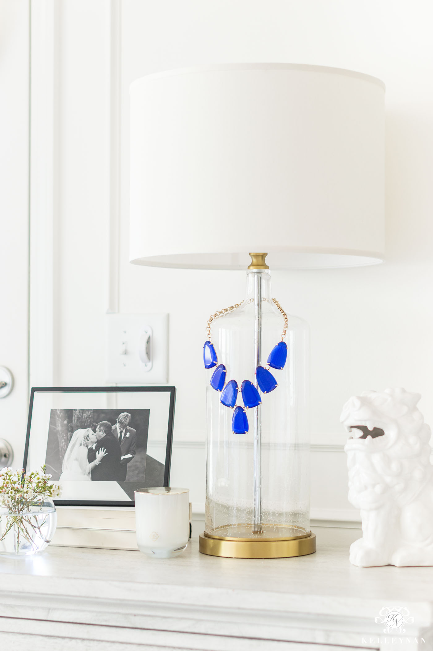 How to display jewelry on your bedroom nightstand