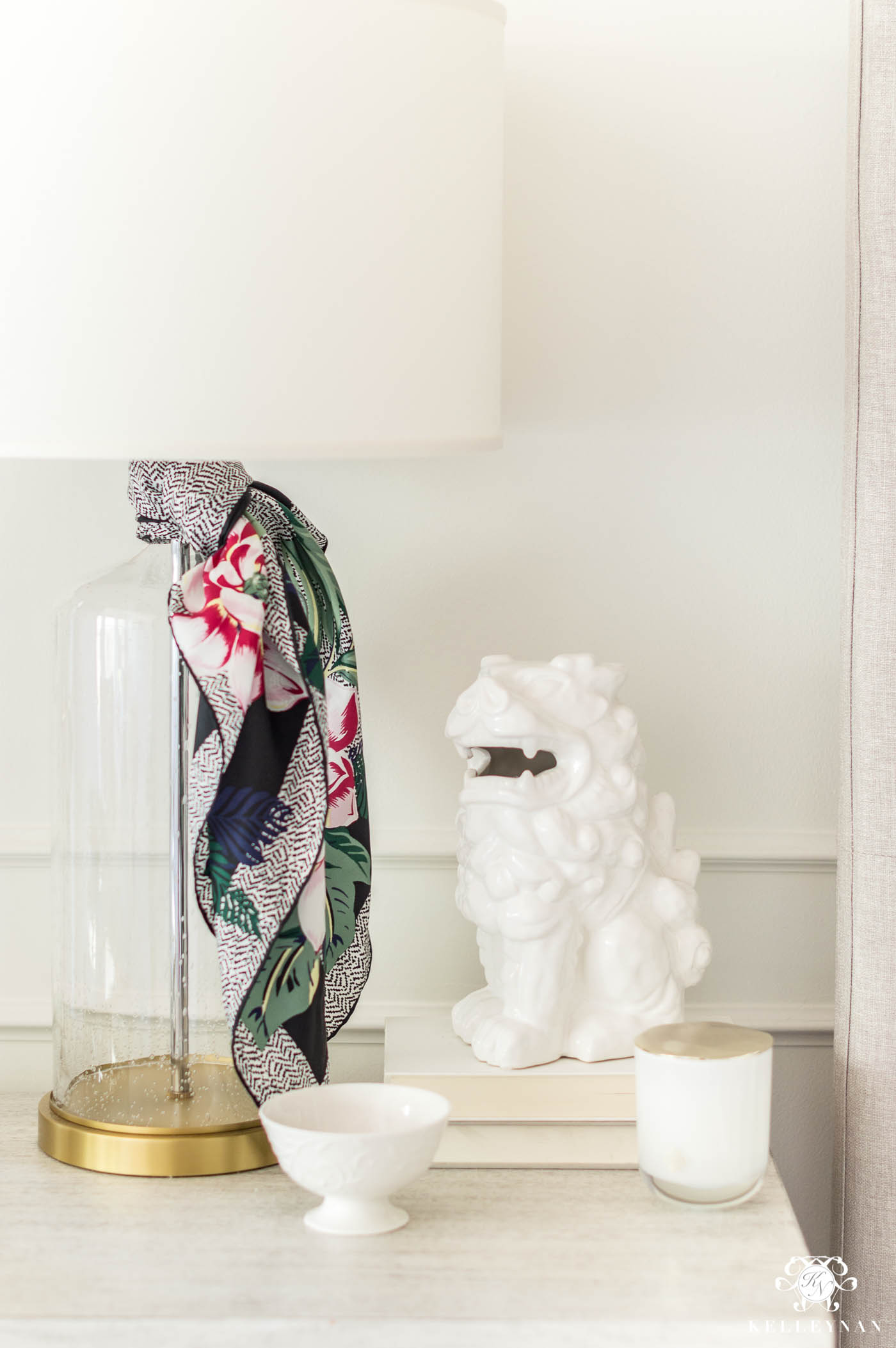 Scarves as lamp accessories in the bedroom