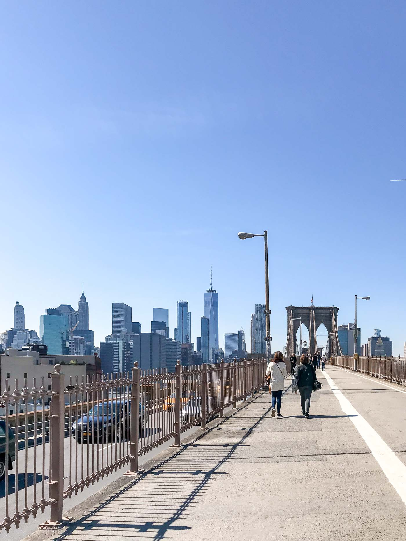 Walking across the brooklyn bridge- nyc guide