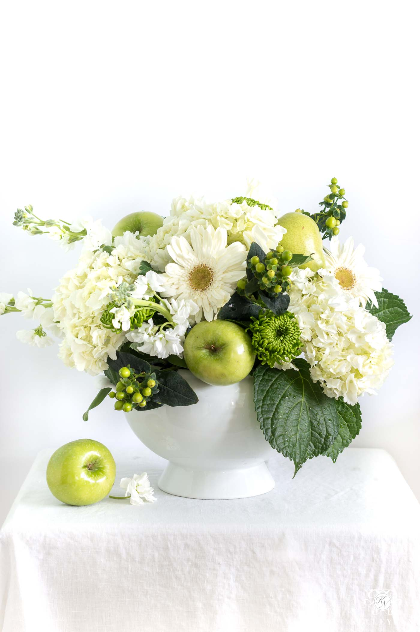 Easy, inexpensive fruit and flower centerpiece ideas