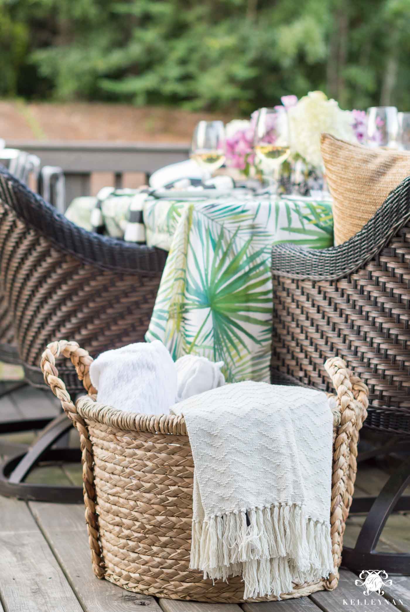 Ideas for dining al fresco during the summer on the deck