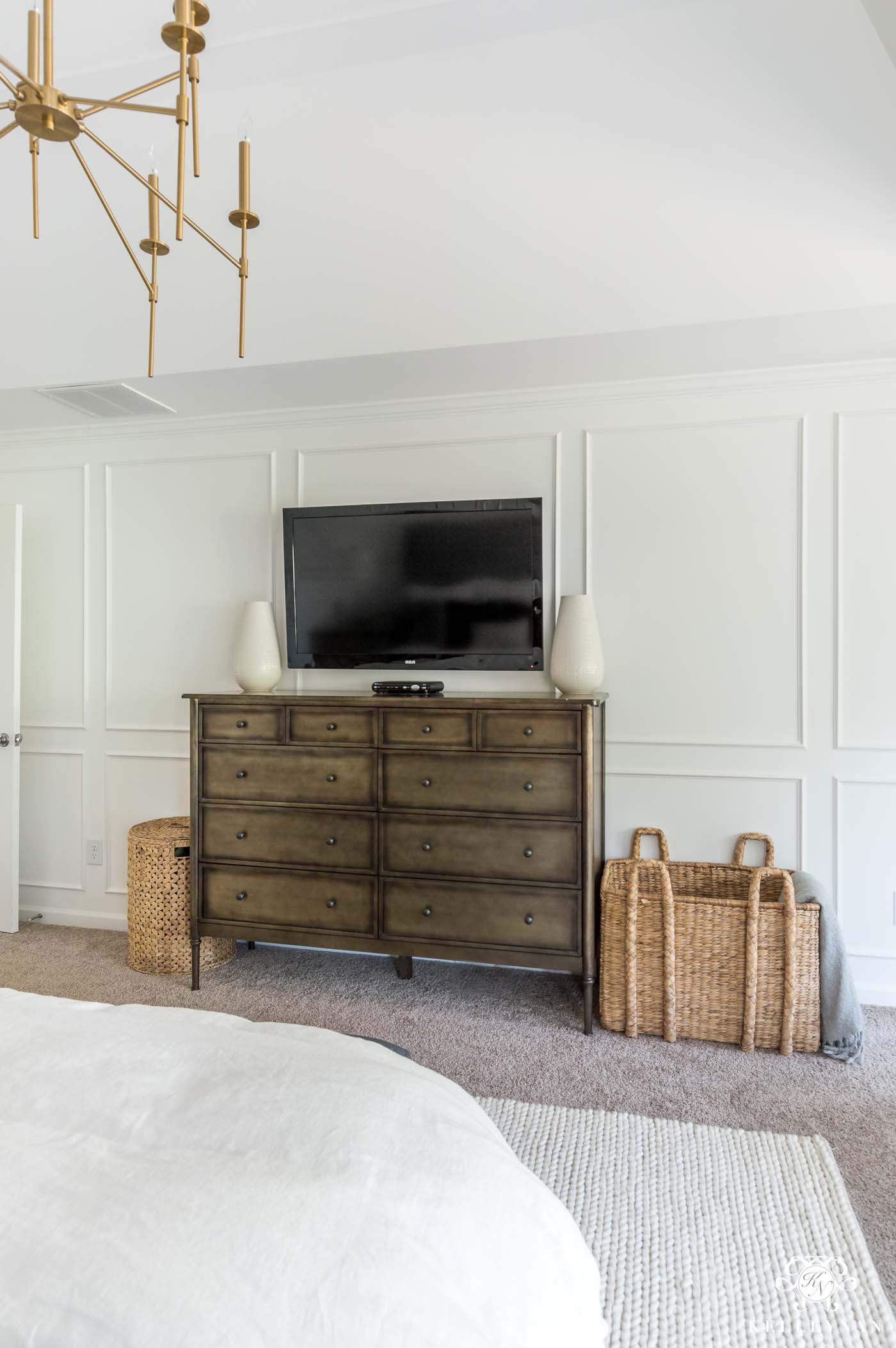 How to mix and match bedroom furniture with a metal bedroom dresser