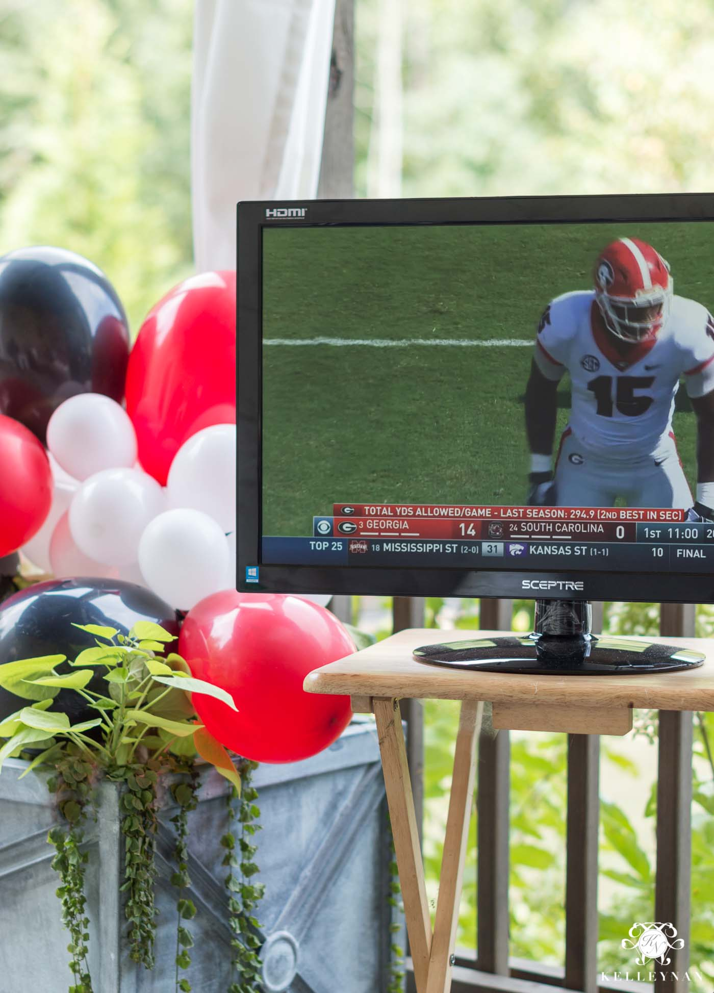 How to watch football outdoors