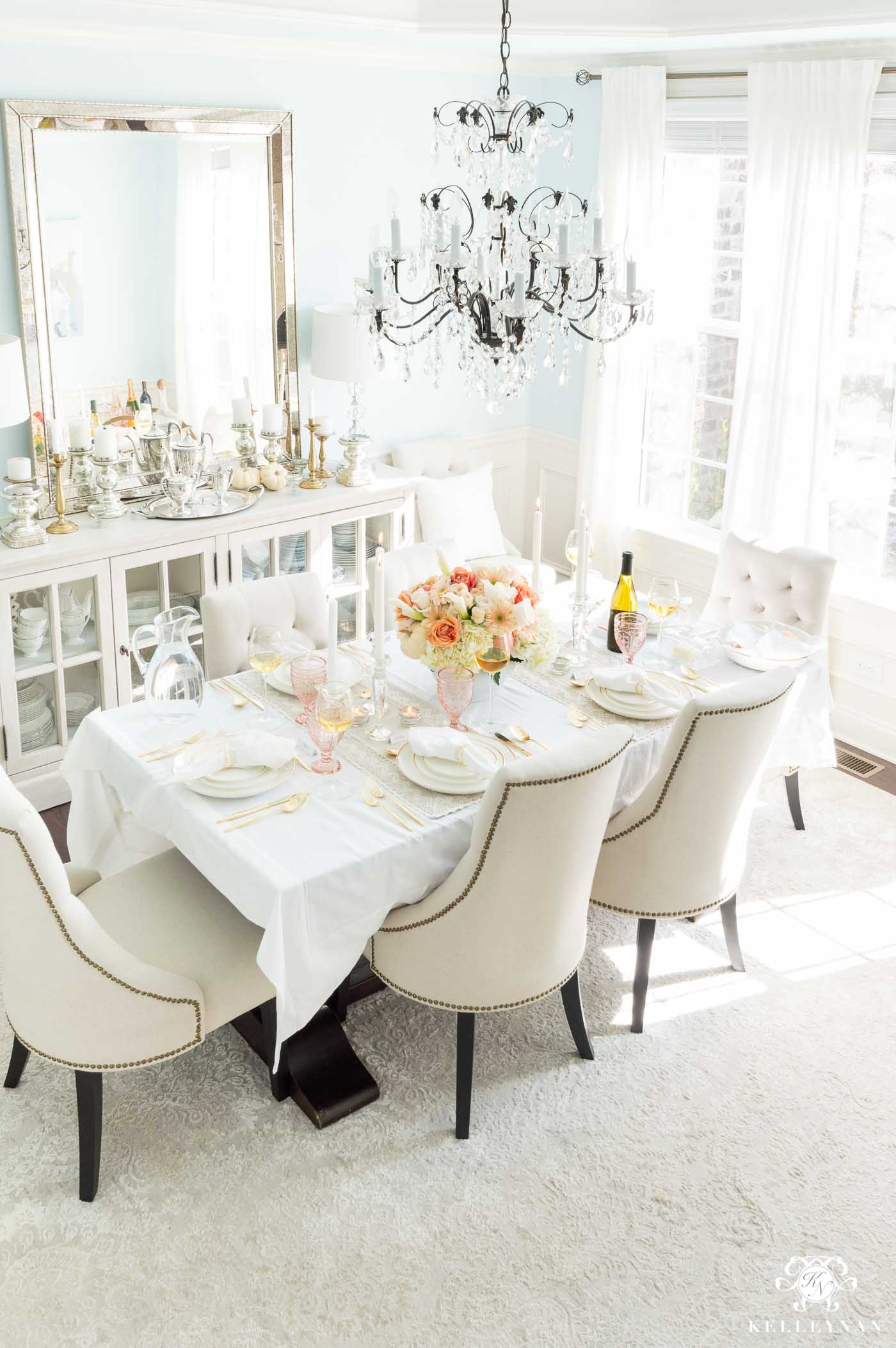 How to Host Thanksgiving Dinner with Table Decoration Ideas