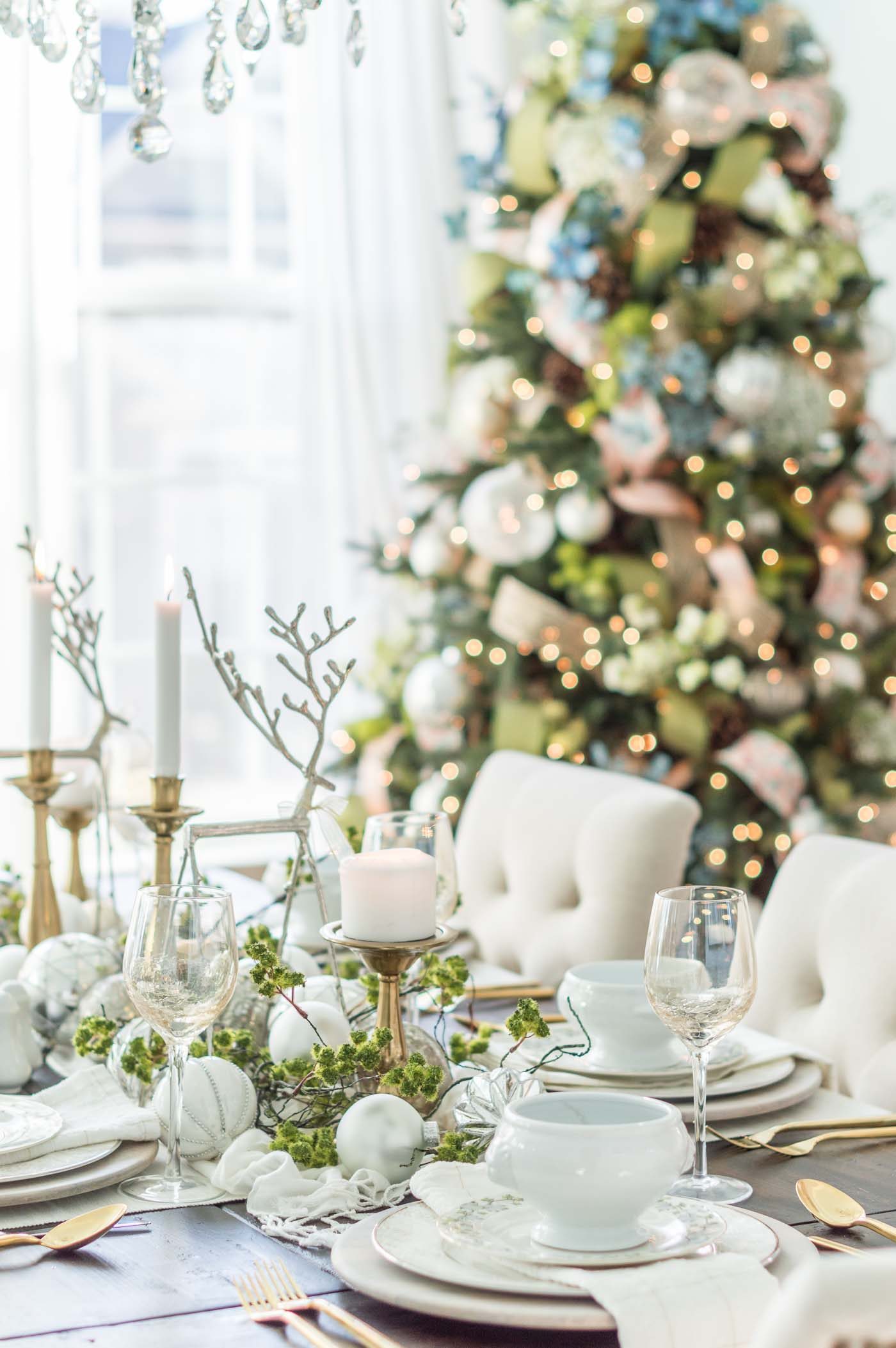 Christmas Table Decorations and Holiday Party Ideas in the Dining Room