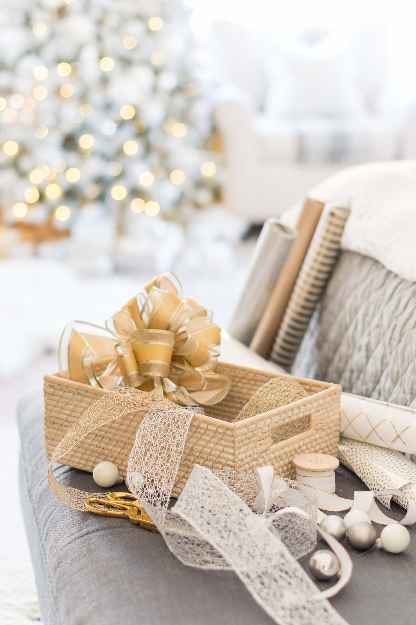 Gold and white gift wrapping color scheme and paper