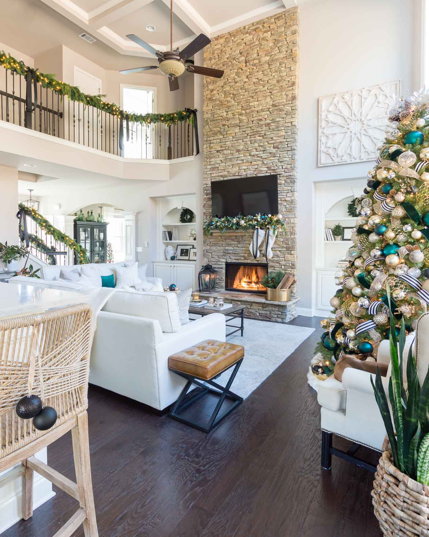 Christmas living room decorations and tree ideas